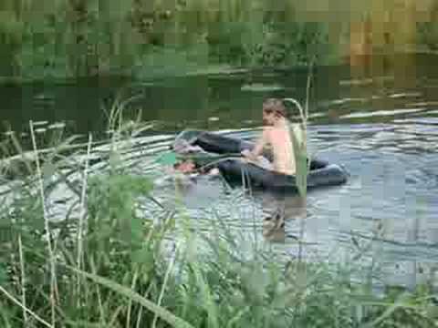 купание нагишом на речке
