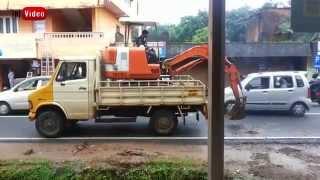 Fantastis ! Skill Menaikkan  Excavator ke Atas Truk di India #Inivideo.com