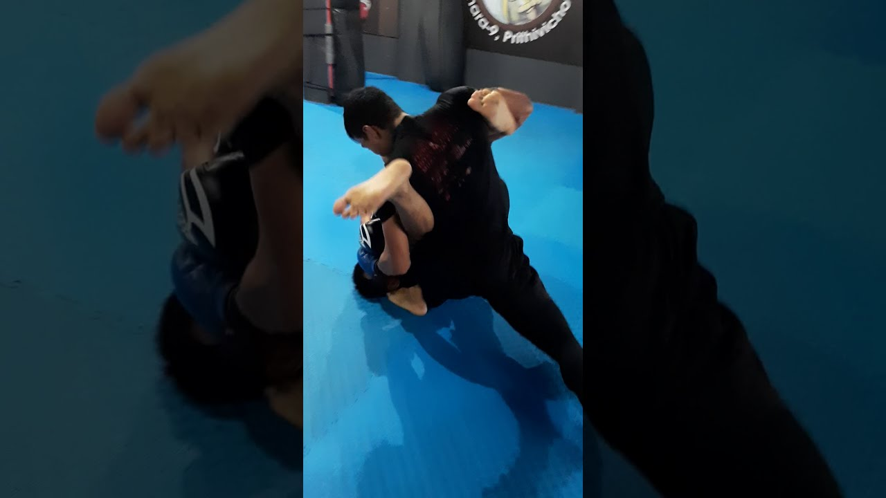 RUPAK NEPALI MMA FIGHT (LIGHT SPARRING)   ELITE MUAY THAI CLUB