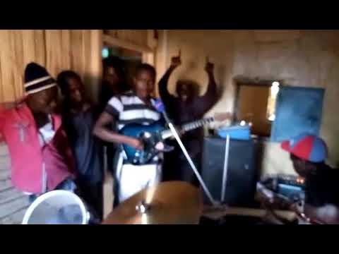 Kawendi Jnr bringing old memories Live performance