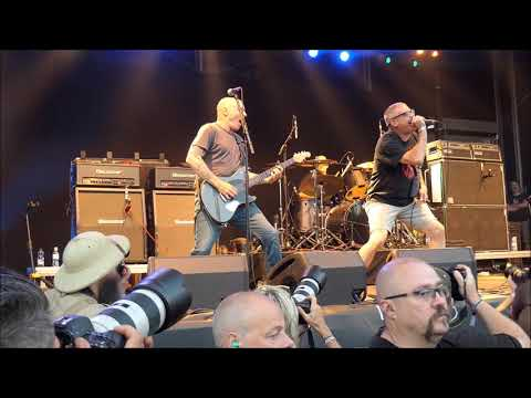 The Descendents - Suburban Home/Everything Sux -Live 2018 mp3