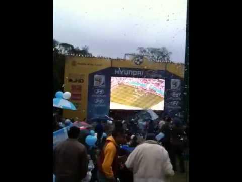 COMIENZO DEL PARTIDO DE FUTBOL Argentina Vs Nigeria en Plaza San Martin