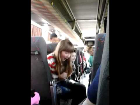 Лена поёт