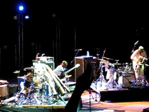 Xavier Rudd performing