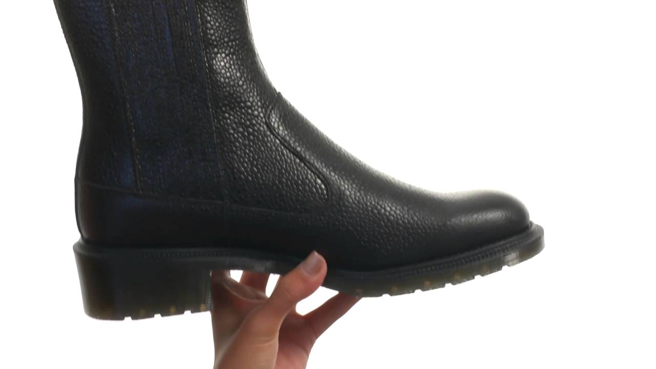 The 1460 mono boot has a solid color sole, welt, stitching, eyelets, laces, heel loops and even linings— for a monochromatic look from the ground up. Made with the durable dr. Martens smooth leather, this unisex boot is constructed on our iconic air-cushioned airwair™ air-cushioned bouncing soles for unparalleled.