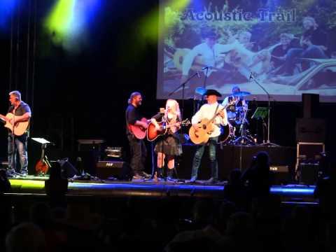 Danny June Smith & Acoustic Trail - Märchen (Prinzen sind töricht) - Akustikversion liveиз YouTube · Длительность: 4 мин9 с