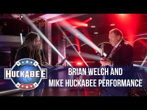 SHROOM - Korn's Brian 'Head' Welch Performs 'Blind' With Mike Huckabee [Video]