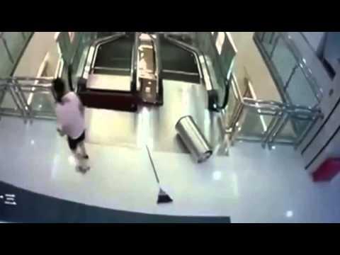 China Mujer Muere Tras Ser Absorbida Por Escaleras