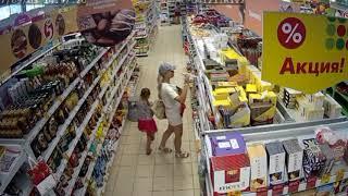 Жительница Бугуруслана попала в объектив камер наблюдения при попытке кражи из магазина