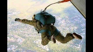 Затяжной прыжок с парашютом с высоты 2500 метров от первого лица. | First-person parachute jump