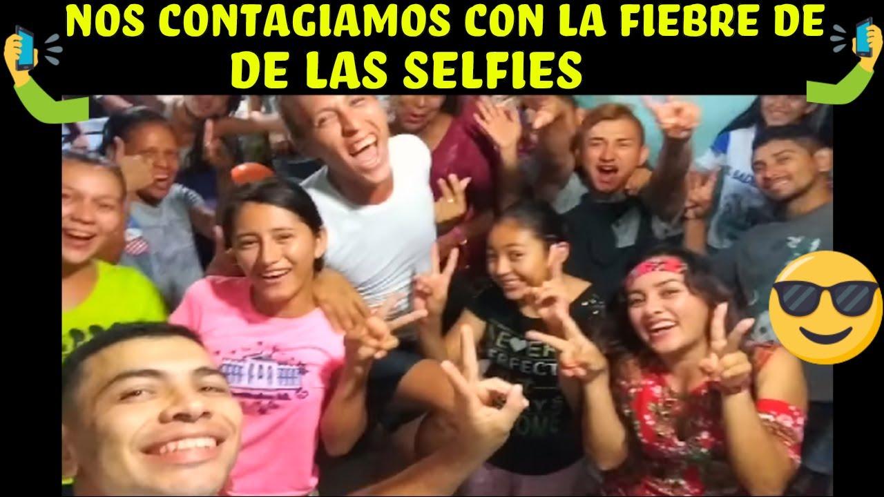pobre-camaron-no-conocia-la-camara-para-selfies-y-se-emociono-mucho-feliz-cumpleanos-kathie