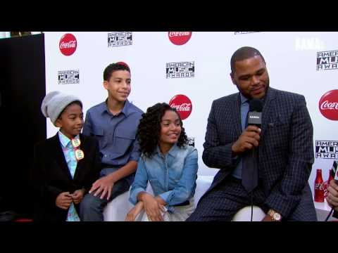 Anthony Anderson and the cast of Black-ish Red Carpet Interview - AMAs 2014
