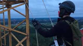 Aktywiści Greenpeace na wieżach elektrowni w Ostrołęce