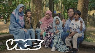 Video Heaven and Hell: Indonesia's Battle Over Polygamy download MP3, 3GP, MP4, WEBM, AVI, FLV September 2018