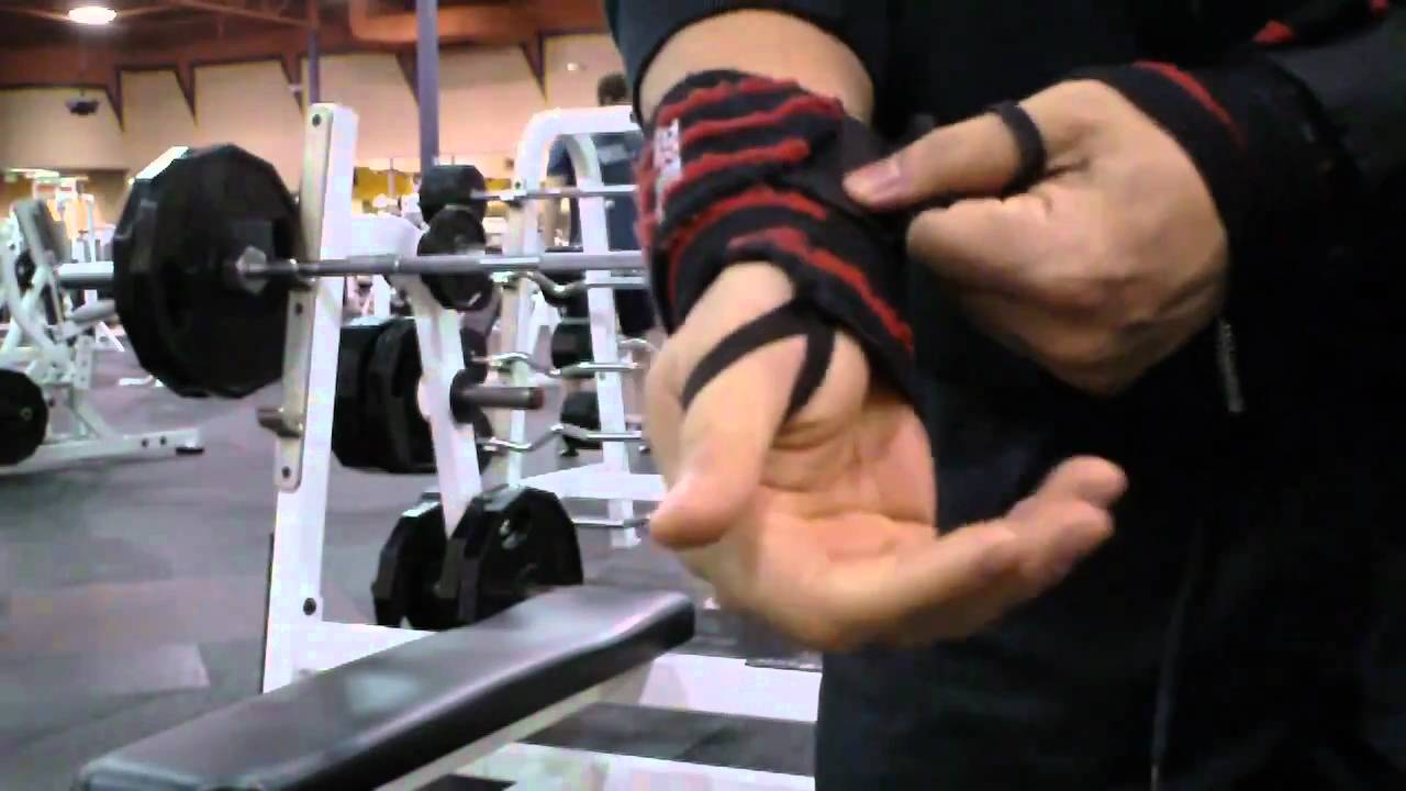 Barbell bench techniques & How to use wrist wraps - YouTube