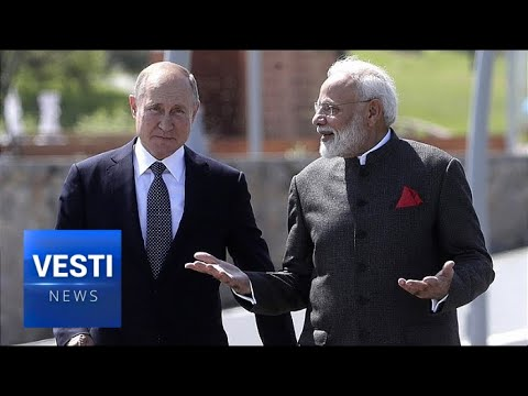 Modi Visits Vladivostok, Signs Huge Business Deal at Eastern Economic Forum With Putin!