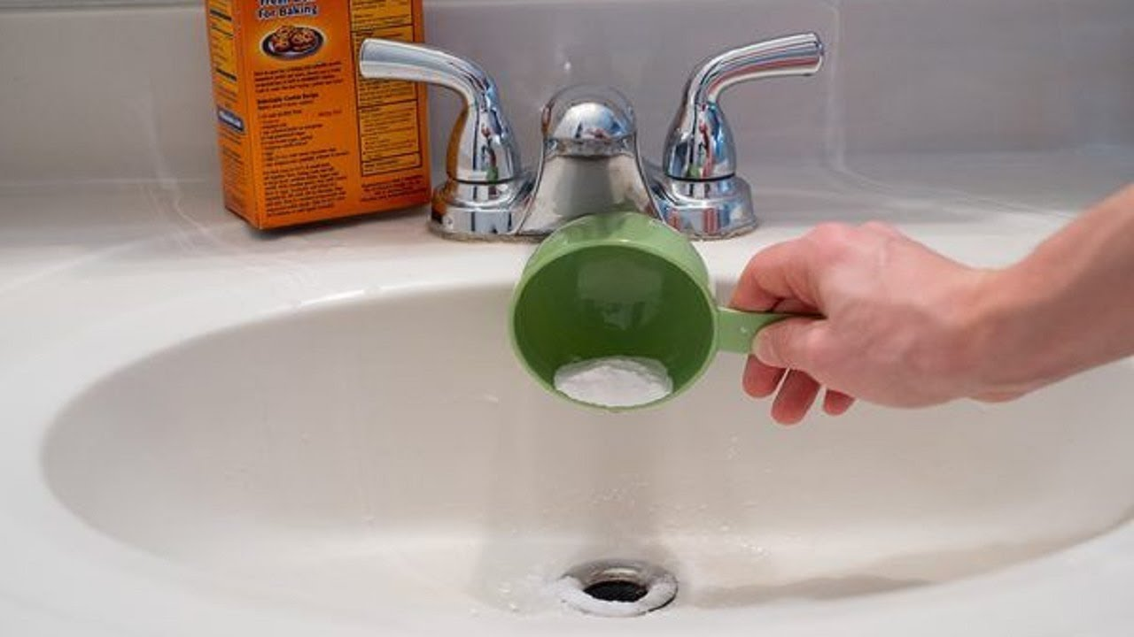 this genius trick cleans clogged drain pipes in 2 minutes clean your clogged drains yourself