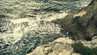 Una Extraña Entre Nosotros - Tráiler En Castellano