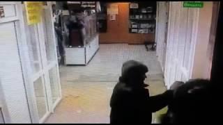 Сыктывкарец украл из торгового центра куртку в подарок возлюбленной