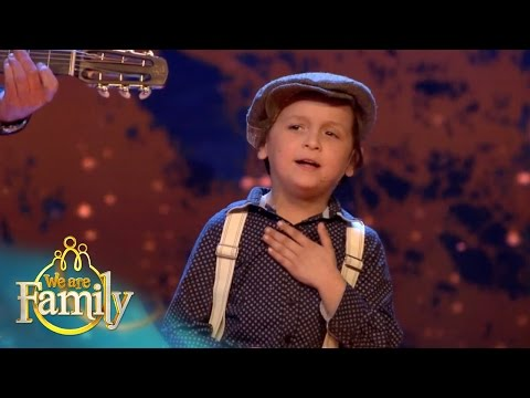 De 5-jarige zigeuner James zingt 'Zij gelooft in mij' | We Are Family 2015 | SBS6