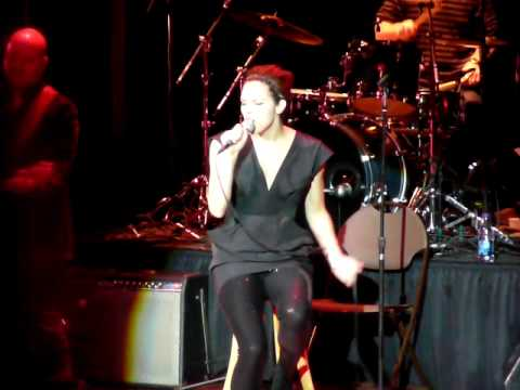 "Katharine McPhee singing ""Missing You"" by John Waite"