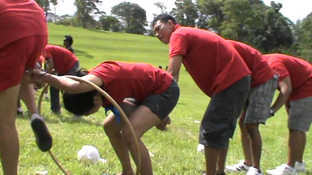 Outbound team building the hulahoop viesta games youtube - Team building swimming pool games ...