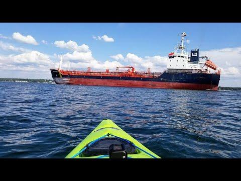 🍃 6,000 Tonne Ship Jana Desgagnes Approaches Kayak - Unique View