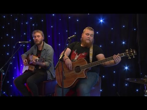HRH TV - UNPLUGGED - THE BAD FLOWERS @ HARD ROCK HELL 10 !!!
