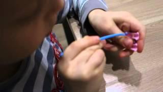 Плетение вишенок из резинок на рогатке