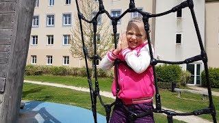 Челлендж Стрельба Опасно СБИЛИ ВОРОБЬЯ Папа ПРОТИВ Николь Challenge  Видео для детей