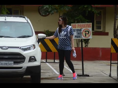 In Graphics: Bollywood's yummy-mummy Kareena Kapoor Khan's SWAG outside her GYM!