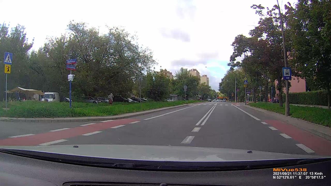 Ciasne skrzyżowanie. Uwaga na podwójną ciągłą. Skręt w lewo. Egzamin na prawo jazdy. Word Warszawa