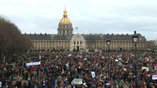 Paris students gather en masse to protest climate change