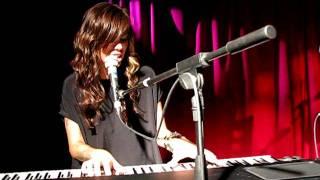Christina Perri sings Arms (Live at Water Rats - LONDON -UK)