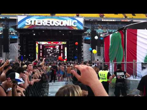 Afrojack - Ghettoblaster and Pon de Floor LIVE AT STEREOSONIC SYDNEY 2011 HD + HQ