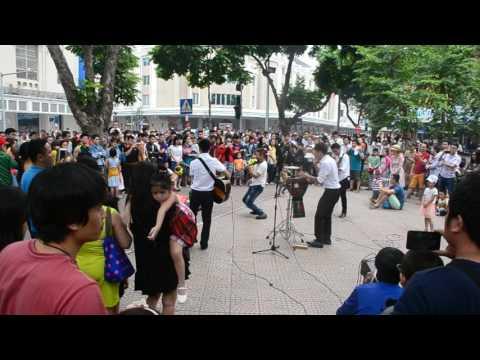 Amazing music performance in Hanoi.