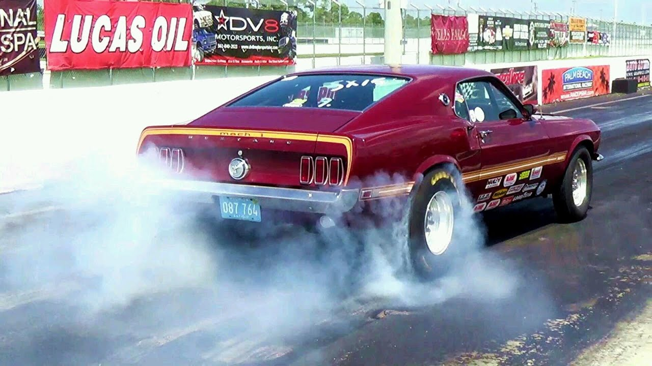American Muscle Cars Revs Tire Burnout Hard Acceleration Drag
