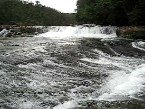 カンピレーの滝を間近で見る