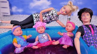 Family Barbie 💑 Mom and Dad are visiting Barbie 💑 Playing children in Glibbi Slime 💑 Story doll