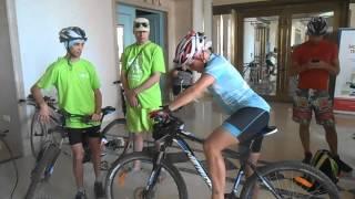 Триатлон в Израиле. Нина Пеккерман дает уроки езды на велосипеде