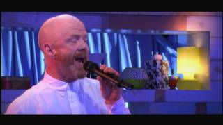 "Jimmy Somerville ""Don""t leave me this way"" - C à vous - 09/03/2015"