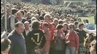 Richmond and Collingwood fans queue for tickets to 1980 VFL grand final