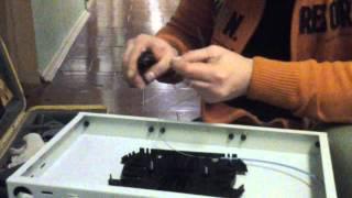 Сварка оптики. Часть 1: Разделка и установка кабеля(Компьютерная сеть Бауманец Кабель, очищенный от бронированного слоя и гидрофоба, разделывается. В проходн..., 2013-12-27T22:48:23.000Z)