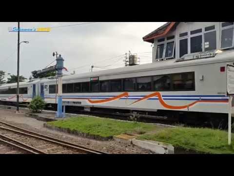 MOMENT LANGKA - Kereta Api Gajayana dengan Rangkaian Terbaru 2016 Berangkat Jalur 2 Stasiun Kediri
