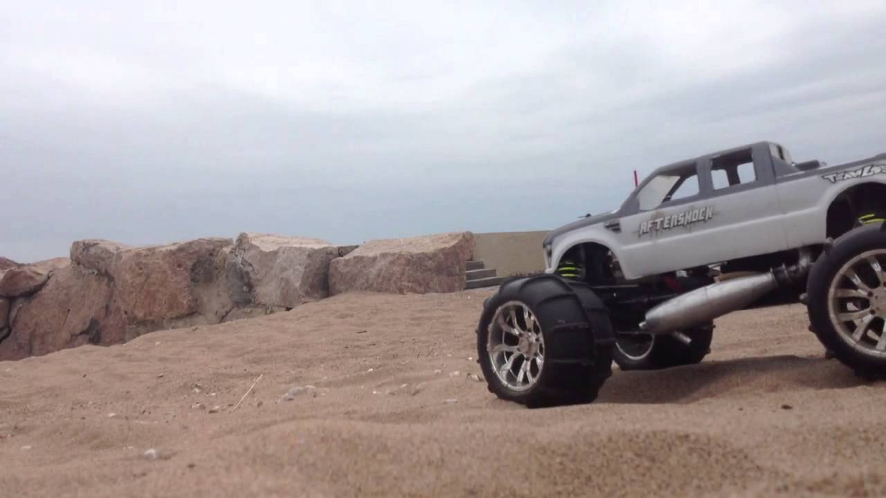 Losi (LST Aftershock) jumping - YouTube