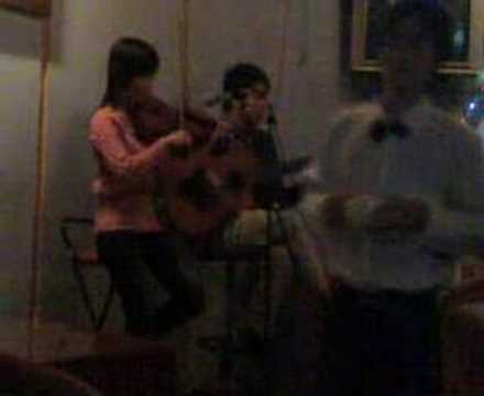 hoa nhac guitar & violin tai Bond