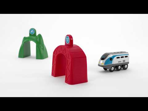 BRIO World - 33834 Smart Tech Engine with Action Tunnels