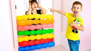 Руслан НЕ ХОЧЕТ ДЕЛИТЬСЯ игрушками с Вредной Мамой и играет с шариками | Ромарики