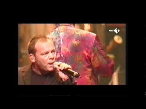 Night of the Proms Rotterdam 2000:UB40: Can't help falling in love.