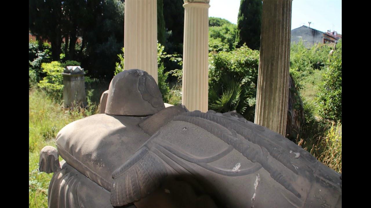 Viaggio fotografico nel cimitero ebraico di viale Ippolito Nievo